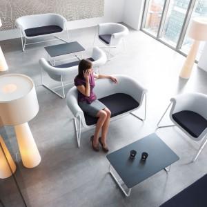 System Hover został zaprojektowany z myślą o przestronnych, nowoczesnych pomieszczeniach biurowych. Fot. Profim