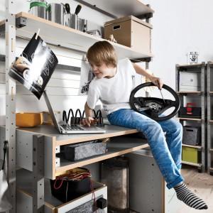 Smart by Vox to biurko, które dziecko może samodzielnie złożyć. Fot. Vox