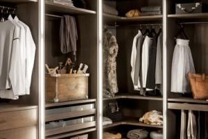 Wnętrza szaf – systemy porządkujące wzbogacone o estetykę