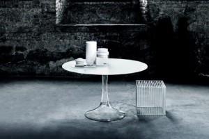 Przejrzeć stół - czyli meble ze szkła
