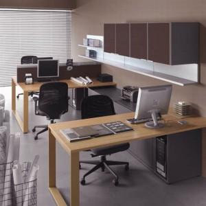 System organizacji przestrzeni biurowej Mix T zapewnia pracownikom nieskrępowane miejsce do pracy. Duże biurka i osobne szafki sprawiają, że każdy pracownik ma dużo swobody. Fot. Fabryka Mebli Balma