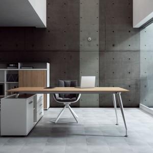 Kolekcja mebli managerskich Sirio. Kubełkowy fotel zapewnia wygodę nawet przez wiele godzin. Fot. Fabryka Mebli Biurowych Maro.