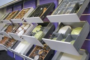Montaż systemu organizacji szuflad krok po kroku