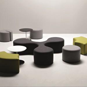 Molecule to tapicerowane siedziska modułowe - efekt współpracy Stefano Bigi z firmą La Cividina. Fot. La Cividina.