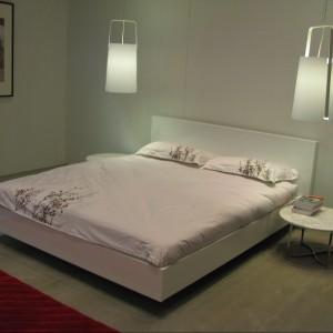 Łóżko z zagłówkiem z oferty Temahome. Fot. Archiwum
