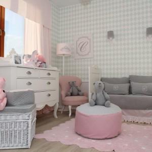 Elegancki fotel Caramella, który wygląda jakby za pomocą czarów został zmniejszony do dziecięcych rozmiarów. Fot. Studio Caramella