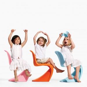 Znane wszystkim krzesło zaprojektowane przez Vernera Pantone doczekało się także wersji dla dzieci. Fot. Atakdesign