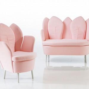 Pastelowe, różowe fotele - kwiatki. Fot. Bruhl