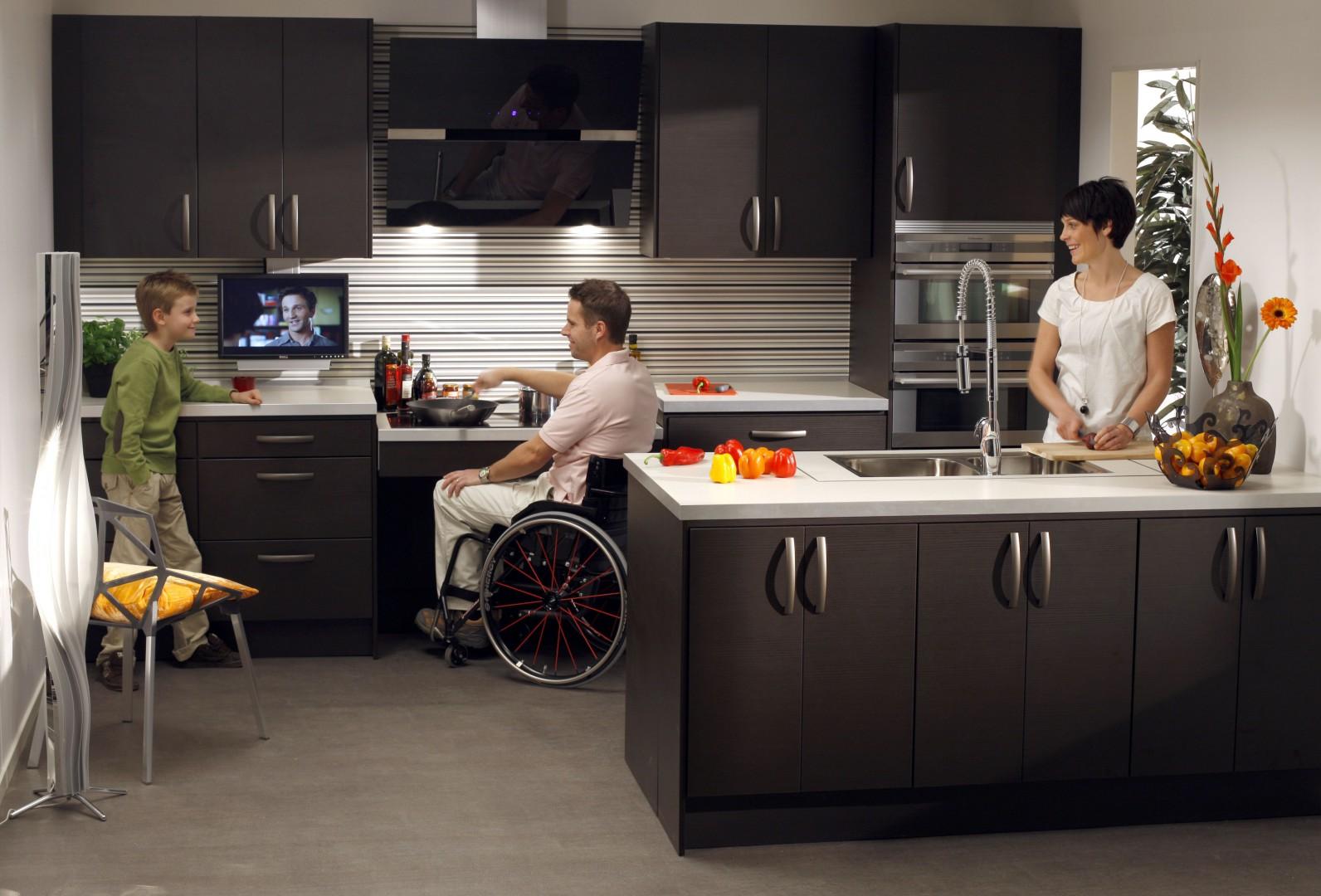BASELIFT 6200W. Wyciągi jsą wyposażone w niezawodny system bezpieczeństwa, który gwarantuje bezpieczną pracę. Fot. Granberg Germany GmbH