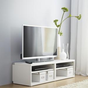 Meble modułowe, proponowane kombinacje z serii BESTÅ, to idealna forma mebli do salonów i sypialni dla osób niepełnosprawnych., prod. IKEA Fot. IKEA