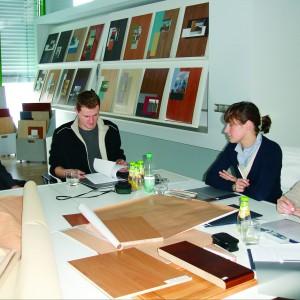 Studenci w firmie Schattdecor. Fot. Archiwum