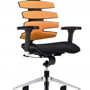 Sitagwave to fotel, który czyta ciało, rozumie jego potrzeby, ale równocześnie podpowiada jak siedzieć. Elastyczne oparcie powstałe w oparciu o najnowsze wyniki badań z dziedziny medycyny, to również efekt współpracy z brytyjskimi specjalistami z pracowni Ergonamics. Fot. Sitag