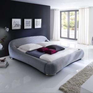 Sypialni to pomieszczenie kojarzące się z miękkością, wypoczynkiem, komfortem. Dlatego łóżko Paloma wpisuje się w to wnętrze idealnie. Fot. MC Akcent