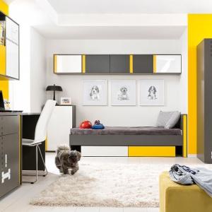 Zestaw mebli młodzieżowych Graphic, ozdobi wnętrze pokoju starszego dziecka. Pomoże też stworzyć ciekawe miejsce do prac szkolnych. Fot. Black Red White