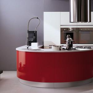 Kuchnia-wyspa Timo Plus marki Biefbi. Nie zajmuje wiele miejsca, ale jednocześnie daje wiele potrzebnej przestrzeni. Fot. Biefbi