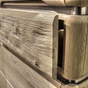 Komoda K19 - lite drewno ze śladami zużycia. Fot. Klose.