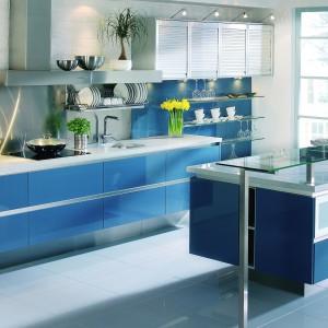 Meble kuchenne z kolekcji Boston w kolorze niebieskim. Fot. Mebel Rust
