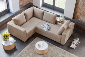 Beżowa sofa. Zobacz propozycje z polskich sklepów