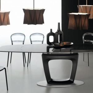 Krzesła z zestawu Orbital Wien są subtelne i delikatne. Fot. Calligaris