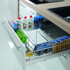 Popularna wśród klientów jest funkcjonalna szuflada frontowa pod zlew firmy Rejs. Fot. Rejs