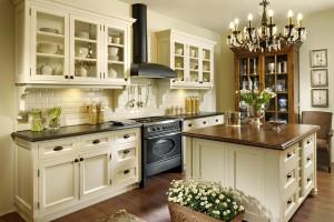 Klasyczne kuchnie bogato zdobione - 20 propozycji