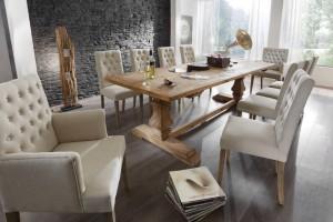 Stół z drewna - jak z opowieści o dawnych czasach