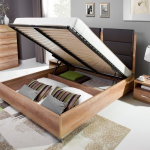 Duży, pojemny schowek na pościel w łóżku Fado. Fot. Wajnert