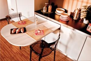 Stół w małej kuchni - pomysłowe rozwiązania