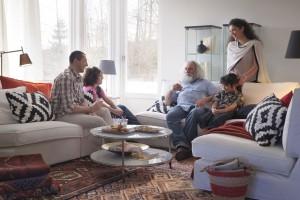Sofa w salonie. Wybieramy model dla dużej rodziny