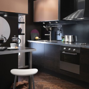 Ciemna kuchnia IKEA. Fot. IKEA