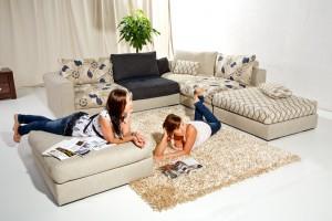 Sofy z nadrukiem - modny akcent w salonie