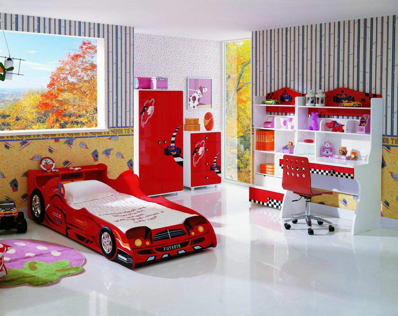 Łóżko dziecięce w kształcie wyścigowego samochodu Fot. KiddiesCorner