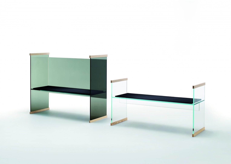 """Kolekcja """"Diapositive"""" to ławka, sofa,biurko wysokie i niskie orazniewielka biblioteka. Producent: Glas Italia. Fot. Glas Italia."""