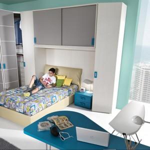 W pokoju nastolatka powinno być dużo miejsca do przechowywania. Fot. Giessegi