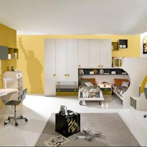 Inspirujący pokój dla dwójki rodzeństwa, podzielony na strefy pracy i wypoczynku. Fot. Giessegi