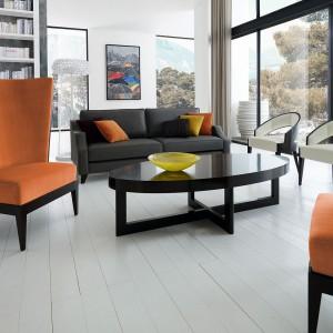 Fotel Bergére Astoria zaprojektowany przez Lorenzo Belliniiego, to bardzo elegancki model, którego największą zaletą jest wysokie siedzisko, przytulnie otaczające osobę w nim siedzącą. Fot. Selva