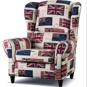Fotel Baron obity tkaniną w angielskie flagi. Fot. Libro
