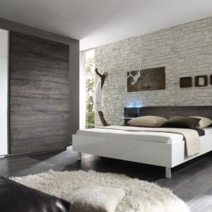 Urządzamy Naturalna Sypialnia Biel Ocieplona Drewnem