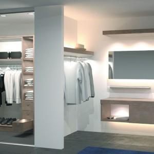 Wyposażenie garderoby z oświetleniem. Na zdjęciu: propozycja marki Hafele. Fot. Hafele