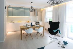 Jasna kuchnia. 10 projektów z polskich domów