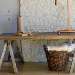 Drewniany stolik kawowy. Fot. Gie el Home