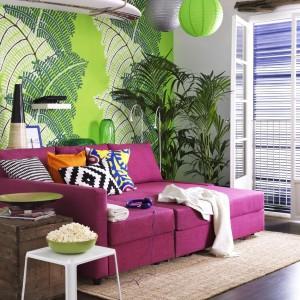 Różowa sofa. Fot. IKEA