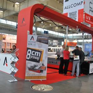 Allcomp zorganizował w Poznaniu efektowny debiut maszyny do automatycznego rozkroju