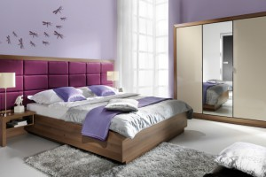 Łóżko z tapicerowanym zagłówkiem - zobacz jak może wyglądać!
