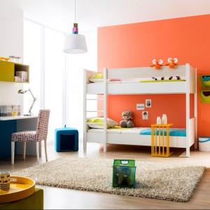 Piętrowe łóżko to najlepsze rozwiązanie do pokoju rodzeństwa. Zapewnia wygodne miejsce do spania, ale nie zabiera ważnego miejsca z przestrzeni pokoju. Fot. Kids&teen
