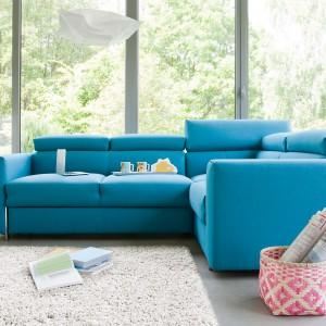 Sofa narożna z kolekcji Palermo, w żywym odcieniu niebieskiego. Fot. Bizzarto