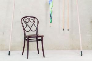 """""""Krzesło 04"""" - skomplikowany ideał"""