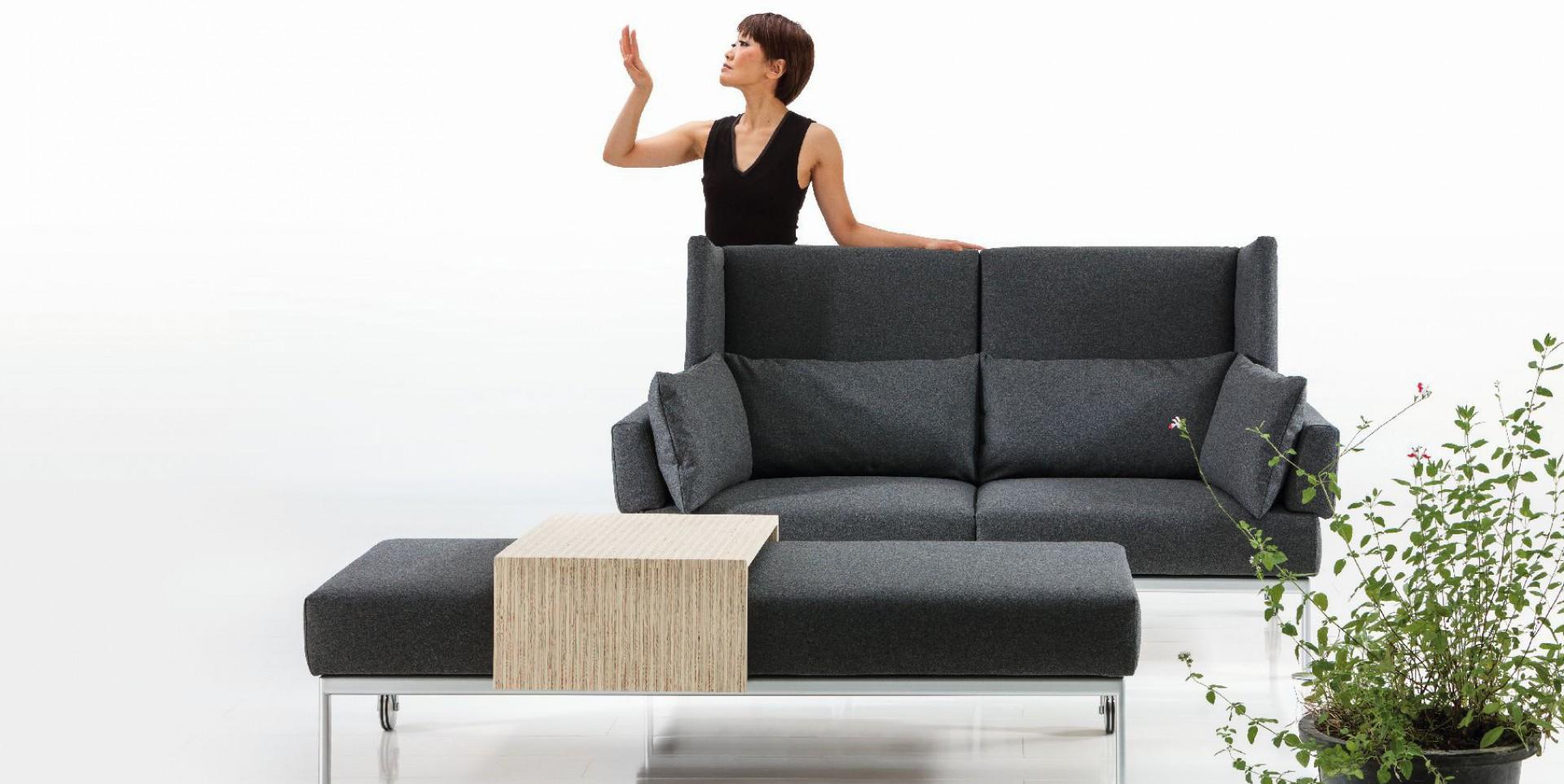"""Sofa """"On Tour"""" to nowość z 2014 roku. Uwagę zwracają wysokie panele boczne. Fot. Brühl"""