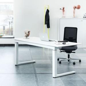 Elekrycznie regulowane biurko