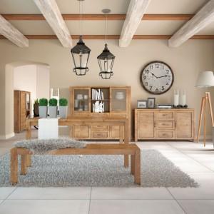 Kolekcja Nevada wyróżnia się pięknym, ciepłym odcieniem drewna. Fot. Gała Meble